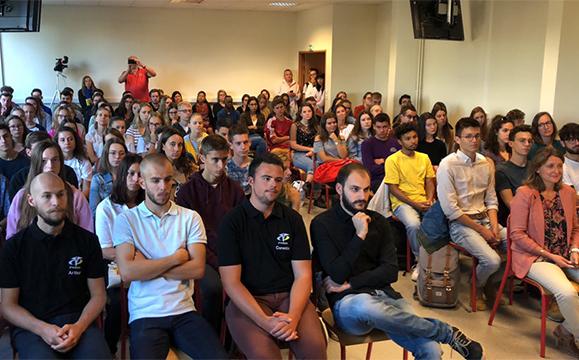 Les 101 étudiants K2 présents pour cette cérémonie d'ouverture